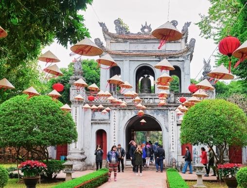 Temple of Literature i Hanoi besøges på Indokina rejsen til 3 lande